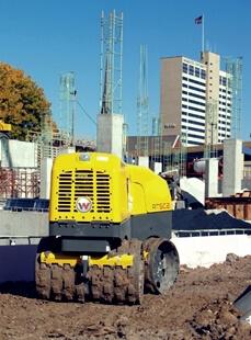 ROLO VIBRATÓRIO PÉS DE CARNEIRO RT 82SC-2 WACKER NEUSON (CONTROLE REMOTO) -  alisadora de pisos